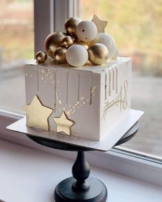How much talent! there is this winter cake ❄️ - How much talent! there is this winter cake ❄️, lot of - Elegant Birthday Cakes, Beautiful Birthday Cakes, Beautiful Cakes, Baby Cakes, Baby Birthday Cakes, Cake Decorating Designs, Cake Decorating Techniques, Cake Designs, Decorating Ideas
