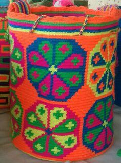 Mochilas wayuu hechas a mano       Mochila wayuu elaborada a mano...