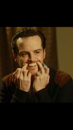 Ladies and gents, I give you the handsome face of Andrew Scott.