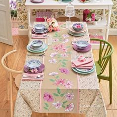 Yarns to realize the embroidery on the tablecloth with flowers