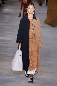 3.1 Phillip Lim Fall 2018 Ready-to-Wear collection, runway looks, beauty, models, and reviews.