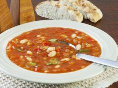Wenn es kälter wird, fängt wieder die Suppenzeit an. Freuen Sie sich auf das Rezept der türkischen Bohnensuppe. Sie ist lecker und schnell gemacht. Chana Masala, Soups And Stews, Curry, Easy Meals, Healthy, Ethnic Recipes, Food, Curiosity, Dips