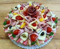 Slaný dort pro muže, ale i ženy  www.cukrovi-kuncovi.cz  prostě pro všechny co dají přednost uzeným lahůdkám před sladkým cukrovím. Různé druhy uzenin, sýrů, zeleniny dle Vašeho přání. Kuncovi, Brno - Maloměřice, Hádecká 8 Food And Drink, Cheese