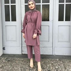 2019 Beautiful Hijab outfits Trening Now. Modern Hijab Fashion, Street Hijab Fashion, Muslim Fashion, Modest Fashion, Fashion Outfits, 00s Fashion, Fashion Heels, Stylish Hijab, Casual Hijab Outfit