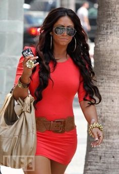 love this outfit. love her hair.