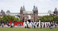 Амстердам - путеводитель в фотографиях! Амстердам это город-находка для любого туриста, особенно творческого, разностороннего, умеющего думать и отдыхать одновременно. Представляем вам путеводитель по Амстердаму в фотографиях, тут всего много - музеи современного и классического искусства, красивейшая архитектура с уютными улочками и каналами, парки, фестивали, вся полнота ночной и развлекательной жизни.