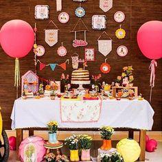 Olha que festinha mais fofa para menina, com tudo que a aniversariante mais gosta! Decoração linda por @tudosimplesedecorado  #kikidsparty