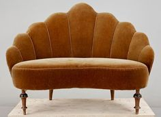 Art deco interior inspiration couch new Ideas Art Deco Sofa, Art Deco Furniture, Home Furniture, Furniture Design, Chair Design, Decoration Design, Take A Seat, Vintage Design, Sofa Set