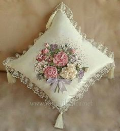 Wonderful Ribbon Embroidery Flowers by Hand Ideas. Enchanting Ribbon Embroidery Flowers by Hand Ideas. Ribbon Embroidery Tutorial, Silk Ribbon Embroidery, Hand Embroidery Designs, Embroidery Patterns, Ribbon Art, Ribbon Crafts, Ribbon Flower, Band Kunst, Lace Beadwork