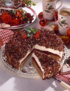 Lebkuchen-Torte mit Kirschen
