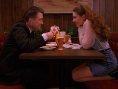 Pie, coffee and death: Lynch revisits 'Twin Peaks'