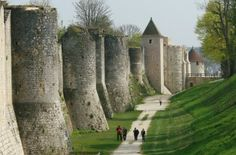Remparts et portes fortifiées de Provins
