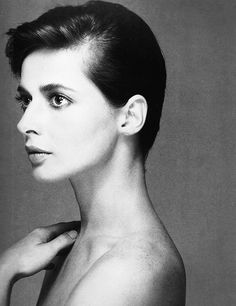 Isabella Rossellini, August 1982. Photographed by Richard Avedon. Doesn't she look like Audrey Hepburn here ?