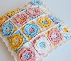 Baby pillow - Flower granny square - from Dada's place