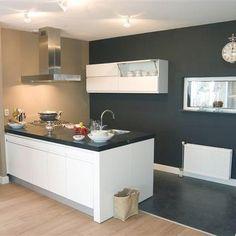 scheiding hout en tegels? Furniture, Kitchen Island, House, Interior, Home, Modern Kitchen, Kitchen, Interior Floor, Flooring