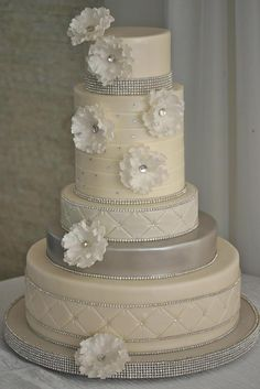 Photo: Miller + Miller Wedding Photography; So Incredibly Pretty Wedding Cakes - Cake: Confectionery Designs