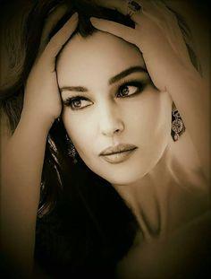 The Universal Man Monica Bellucci, Bond Girls, Amazing Photography, Portrait Photography, Children Photography, Beautiful Eyes, Beautiful Women, Hollywood Undead, Beach Portraits