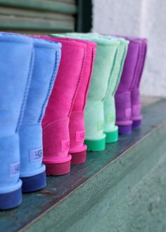 Best uggs black friday sale from our store online.Cheap ugg black friday sale with top quality.New Ugg boots outlet sale with clearance price. Classic Fashion Trends, Style Fashion, Nike Free, Uggs With Bows, Bow Uggs, Ugg Snow Boots, Winter Boots, Outfit Winter, Winter Snow