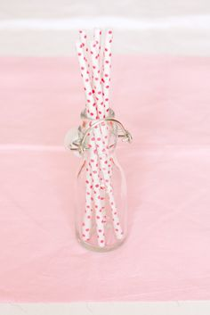 Red and White Polka Dot Paper Straws. €4,50, via Etsy.    Cannucce bianche a piccoli pois rossi