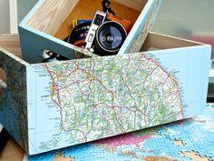 Cajas de madera maciza de diferentes tamaños, decoradas con mapas de Italia por El Piojito. www.elpiojito.es