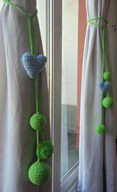 Nuevas Cortinas y Sujeta Cortinas Crochet Bunting, Crochet Garland, Crochet Curtains, Diy Curtains, Diy Sofa, Curtains With Rings, Crochet Videos, Crochet Home, Crochet Accessories