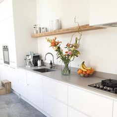 Regale Ideen Source by The post Regale Ideen appeared first on Kunst. Kitchen Interior, New Kitchen, Interior Design Living Room, Kitchen Dining, Kitchen Decor, Kitchen Cabinets, Cocina Diy, Cuisines Design, Minimalist Kitchen