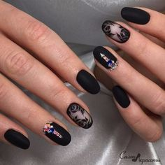 Wonderful looking rose nail art design in black. The black color gives the rose a very strong look and also the addition of the colorful embellishments give life to the otherwise all back design. The matte black polish is also perfect for this design. Rose Nail Art, Rose Nails, Matte Nails, Black Nails, Matte Black, Black Polish, Nail Art Design 2017, Nail Art Designs, Nail Swag