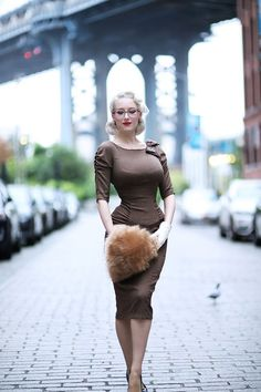 Vintage outfits - Rachel Ann Jensen ♥ Bombshell Glasses Fall Brown with Marilyn Eyewear Rockabilly Mode, Rockabilly Fashion, 1950s Fashion, Vintage Fashion, Vintage Outfits, Vintage Dresses, Mode Chic, Mode Style, Trajes Pin Up