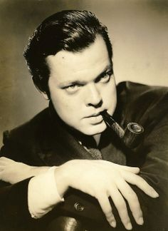"Orson Welles born George Orson Welles in Wisconsin. An excellent actor, director, writer, producer that worked in theater, radio & film. Incredible radio broadcast in 1938 ""The War of the Worlds"" and 1941 film ""Citizen Kane. Old Hollywood, Viejo Hollywood, Hollywood Actor, Golden Age Of Hollywood, Hollywood Stars, Classic Hollywood, Hollywood Icons, Dandy, Dramas"