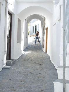 File:A street in Skyros, Greece.jpg