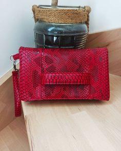 Pochette Cachôtin rouge croco cousue par Amandine - Patron Sacôtin