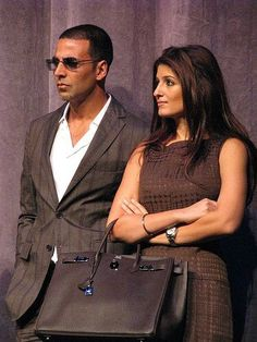 Akshay Kumar Akki and wife Twinkle A. Akshay Kumar And Twinkle, Twinkle Khanna, Indian Kurta, Funny Bones, Vintage Bollywood, Girls Dp, Bollywood Stars, Best Actor, Bad Boys