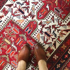Trim Design Co. | Vintage Persian and other oriental rugs add beauty to any room. They can come in odd sizes though. Our guide in this blog post shows you how to use vintage oriental rugs in your home.   #trimdesignco #vintagerug #persianrug #orientalrugs