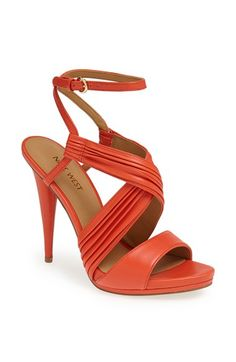 Zapatos Guess hasta 50% de descuento. Ideal para regalo Día de la Madre