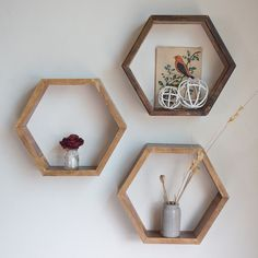 Boho bedroom with reclaimed wood hexagon shelves 00013 - Furniture Classic Hexagon Wall Shelf, White Kitchen Backsplash, Backsplash Ideas, Wood Working For Beginners, How To Antique Wood, Simple Shapes, Wooden Shelves, Keller Texas, Woodworking Skills