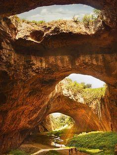 Les destinations les plus spectaculaires du monde - Caverne Devetashka Bulgarie