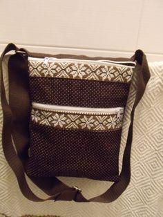 Hnědá+kabelka+100%+bavlna+vyztužená+čtyři+kapsy+na+zip+spojená+magnetkem+pásek+přes+rameno+s+posunovačem+délky+praní+na+30+žehlit+ano+rozměr+25x20+cm