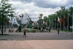1964 New York Worlds Fair NYWF 35mm Slide Original Flags Unisphere Great Neck, World's Fair, Fun Things, Flags, Fair Grounds, New York, The Originals, Pictures, Travel