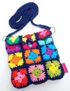Finally crochet something for myself. A  little bag (12.5 x 13.5 cm) that I will wear during fairs/markets with Madeliefke.nl.