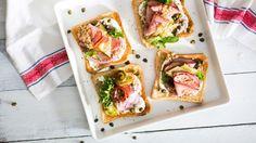 Smörrebröd eli tanskalainen voileipä - näitä EI ehditty maistaa Kööpenhaminassa, pitänee tehdä itse kotona.