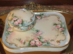 GORGEOUS ANTIQUE LIMOGES HAND PAINTED PORCELAIN ROSES VANITY TRAY POWDER BOX JAR