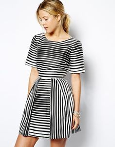 The most beautiful silhouette in all the world. I love the longline sleeves and how it seriously nips in at the waist. http://asos.do/KzJ8M5