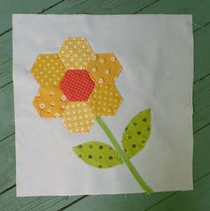 Quickie Hexie Flower Quilt Block | Have you ever made a hexie block? Learn how in this simple spring block tutorial!