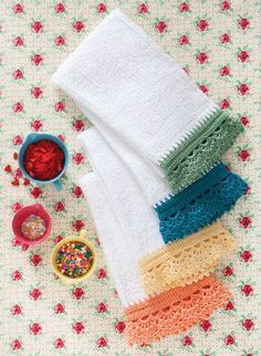 Dolly Dish Towels pattern by Cristina Mershon Ravelry: crochet edge dishtowels. These are actually called 'Dolly Dish Towels' on Ravelry. Crochet Kitchen, Crochet Home, Love Crochet, Crochet Crafts, Easy Crochet, Knit Crochet, Ravelry Crochet, Crochet Dish Towels, Crochet Towel Topper
