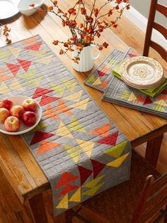 This type of Flying Geese Quilts is truly a striking style conception. Table Runner And Placemats, Table Runner Pattern, Quilted Table Runners, Fall Table Runner, Modern Table Runners, Skinny Quilts, Flying Geese Quilt, Place Mats Quilted, Quilted Table Toppers
