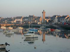 Une affaire d'éclairage en Bretagne, gardienne de ses propres phares... http://www.blog-habitat-durable.com/une-affaire-declairage-en-bretagne-gardienne-de-ses-propres-phares/
