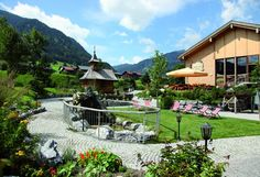 Eventlocation Erlebnisgasthof Ur-Alp Au Villa, Cabin, Mansions, House Styles, Outdoor Decor, Home Decor, Cow, Old Wood, Wood Ideas