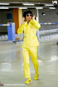 MC-Yoo Jae Suk is GANGNAM STYLE!! Awesome costume idea