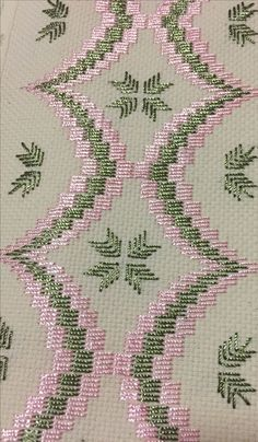 Broderie Bargello, Bargello Needlepoint, Bargello Quilts, Needlepoint Stitches, Hand Embroidery Flowers, Hand Work Embroidery, Hand Embroidery Designs, Embroidery Patterns, Cross Stitch Borders