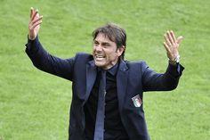 Antonio Conte dopo il secondo gol (PHILIPPE LOPEZ/AFP/Getty Images)